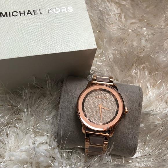 f753ebfb1142 NWOT Michael Kors Women s Kinley Watch - MK6432